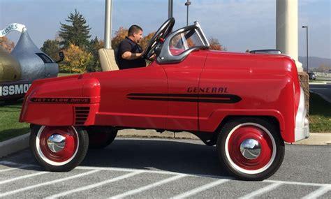 sur si鑒e voiture une voiture à pédales géante homologuée sur routebestblog