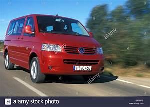 T5 Multivan Unfallwagen Kaufen : auto vw volkswagen multivan t5 van baujahr 2003 rot fahren landstra e schr g von vorne ~ Jslefanu.com Haus und Dekorationen