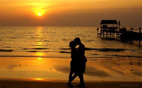 sunset romantic beach couple hd wallpaper hd wallpaper fix