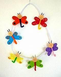 Schmetterlinge Aus Tonpapier Basteln : bastelsachen basteln schmetterlinge mit pfeifenputzer fr hling sommer pinterest ~ Orissabook.com Haus und Dekorationen