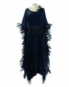 gabrielle chanel robe en crepe de soie noir et son dessus With robe tube noire