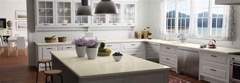 comptoir de cuisine blanc comptoir cuisine et salle de bains en quartz idées et