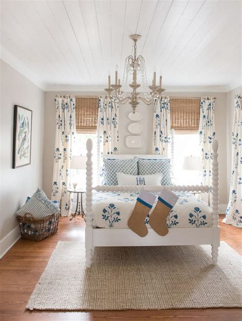 small cottage bedroom best 25 english farmhouse ideas on pinterest country 13310   a9c2d2a1685c0d0b1cb70344c08873ec cottage bedrooms small bedrooms