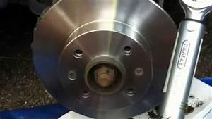 Video De Sexisme Dans Une Voiture : remplacement disque et plaquettes de frein sur une voiture renault twingo 1 2l de 1994 youtube ~ Medecine-chirurgie-esthetiques.com Avis de Voitures