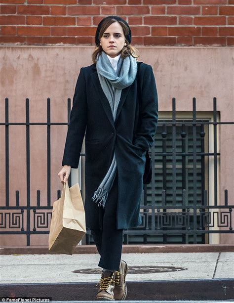Emma Watson looks effortlessly stylish as she steps out shopping in wintry NYC | Daily Mail Online