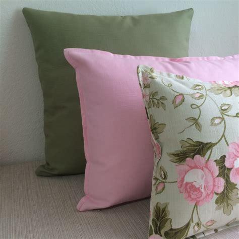 almofadas sofa verde musgo kit 3 almofadas tons de verde e rosa no elo7 as