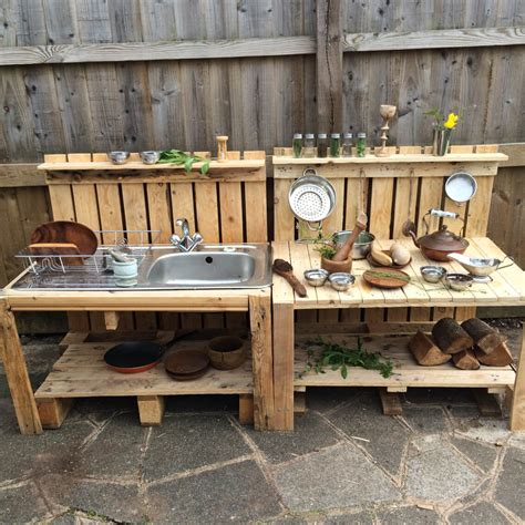 amazing outdoor kitchen cabinets ideas  guests   crazy