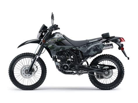 Review Kawasaki 250 2018 by 2018 Kawasaki Klx250s Camo Review Total Motorcycle