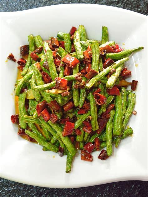 Layaknya resep tumisan pada umumnya, resep ini dibuat dari bahan dasar dan bumbu yang sederhana. Resep Tumis Kacang Panjang Cabai Garam Pedas Gurih - Lifestyle Fimela.com