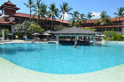 holiday inn resort baruna bali swimming pool