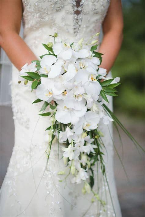 teardrop cascade waterfall bridal bouquet showcasing