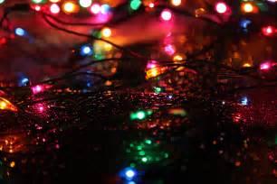 file christmas lights rain jpg wikimedia commons