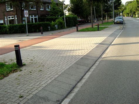 Continuous Paths Across Minor Junctions