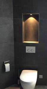 Küchenfliesen Wand Modern : der wc bereich wird durch eine beleuchtete nische extra ~ Articles-book.com Haus und Dekorationen