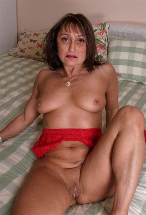 HOT MOMS SLUTS Nude Blowjob Images Redtube