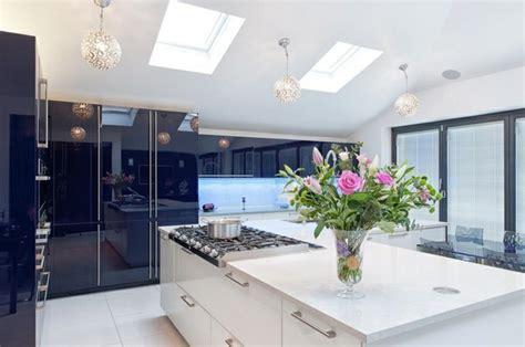 photos de belles cuisines modernes la cuisine blanche laquée en 35 photos qui vont vous