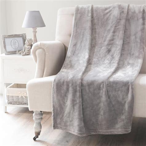 plaid canapé maison du monde plaid gris 150x230 flannelle maisons du monde