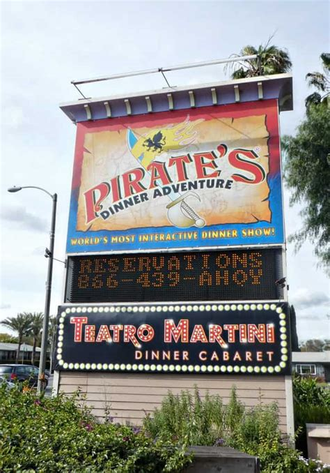 Pirates dinner adventure is a perfect nighttime dining and entertainment option! Review of Pirate's Dinner Adventure in Buena Park California