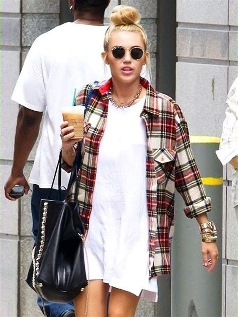 Five Ways To Rock A Flannel Shirt Flannel Outfits