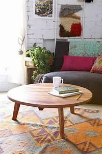Couchtisch Holz Modern : couchtisch rund der hingucker in ihrem wohnzimmer ~ Markanthonyermac.com Haus und Dekorationen