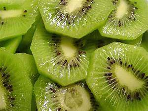 Shrink Pores Naturally With Kiwi Fruit   Healthy Logica