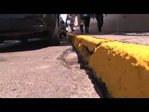 Pinta L U00ednea Amarilla A Lo Largo De La Calle Andrade