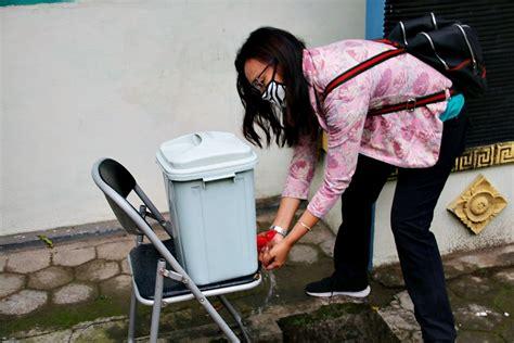 Gambar remaja mencuci / gambar paderi mencuci kema. Gambar Remaja Mencuci - Cuci Kotoran Yang Berkeladak Dalam Mesin Basuh Dengan Sabun Pencuci Tub ...