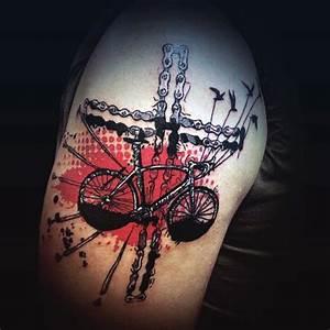 Kreuz Tattoo Oberarm : fantastischer farbiger fahrrad mit kreuz aus kette oberarm tattoo ~ Frokenaadalensverden.com Haus und Dekorationen