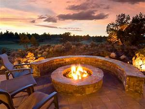 Outdoor Fireplaces and Fire Pits That Light Up the Night DIY