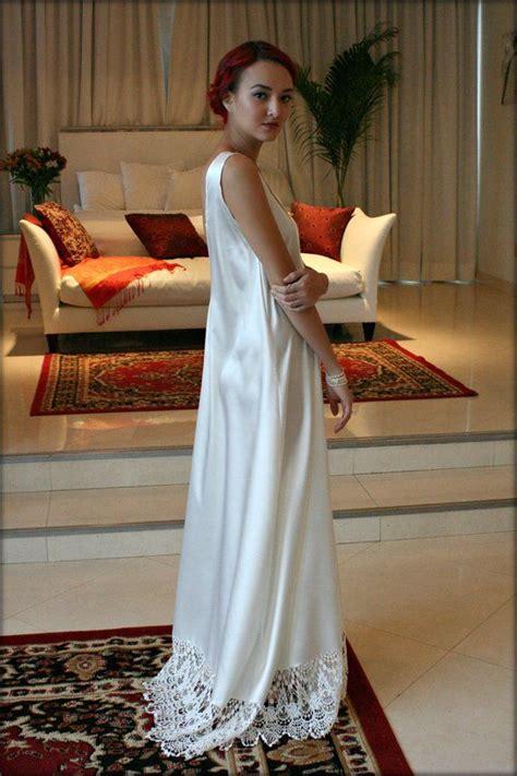 foto de Bridal Nightgown Satin Off White Wedding Lingerie Venise