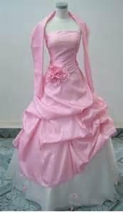 les plus robe de mariã e mariage et blanc on mariage roses and chagne glasses