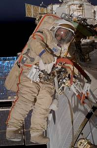 File:Orlan Spacesuit Iss014e14502.jpg - Wikimedia Commons