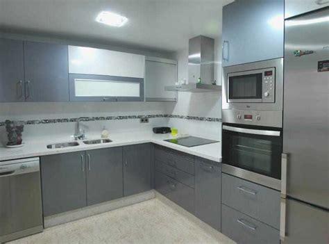 nuevo cocina en color gris  blanco custom interior