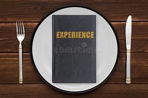 Lifetime öl Erfahrung : ein buch mit der aufschrift erfahrung auf einer platte das konzept der sammlung von erfahrung ~ A.2002-acura-tl-radio.info Haus und Dekorationen
