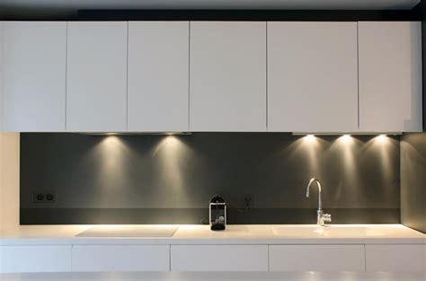 plaque inox brossé pour cuisine quels matériaux design pour la crédence