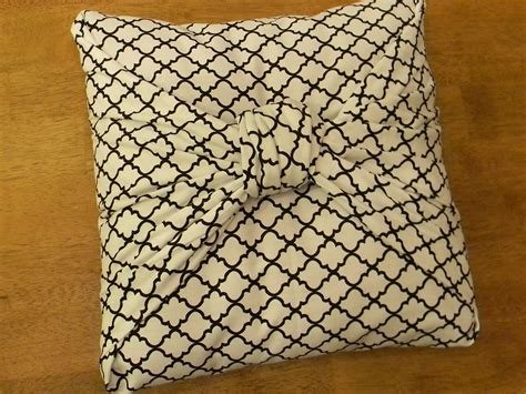 sewing pillow covers here is another bow pillow tutorial from organize and