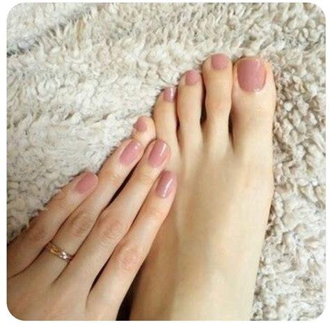 neutral pink feet nails toe nails trendy nails
