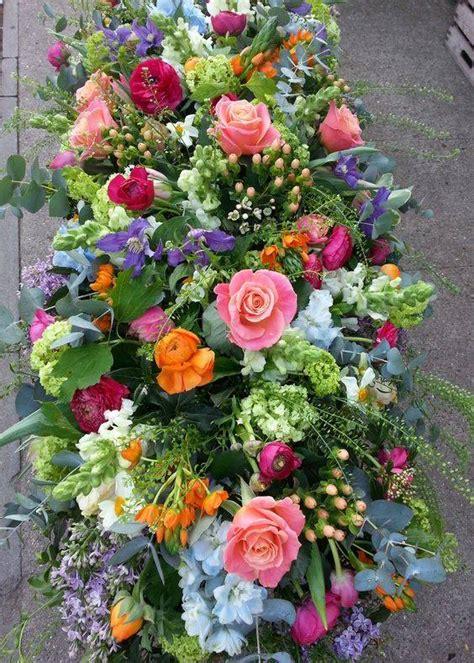 bloemen bezorgen in india rouwstuk bezorgen den haag een rouwstuk in bonte kleuren