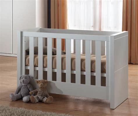chambre bebe solde lit bébé ovale pas cher
