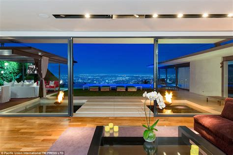 You can change the views of matthew perry's home by clicking on n, e, s or w. Matthew Perry sells his Hollywood Hills home for $12 ...