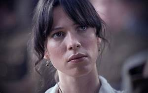 Rebecca Hall | Famous Face