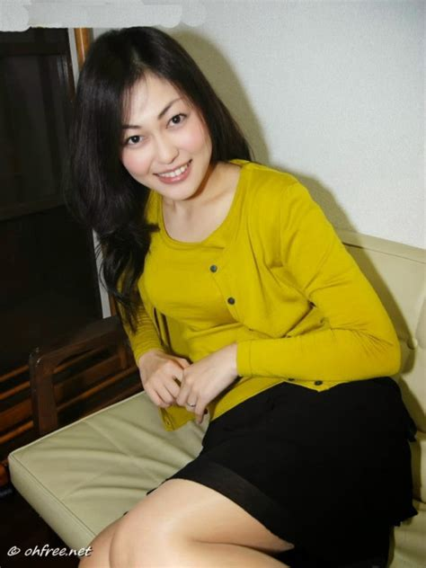 Cewek Cantik Baju Kuning Jadi Foto Model Telanjang Bokep