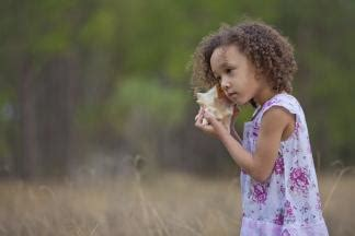 register now for the nature based preschool conference 372 | girl with shell 1698x1131