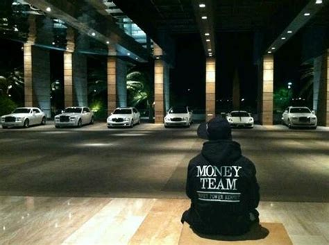 mayweather money cars floyd mayweather cars houses toys business insider