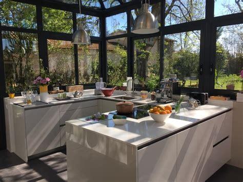 cuisine dans veranda photo cuisine sous v 233 randa dans un cadre exceptionnel