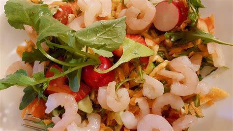 dzivei.lv - Garneļu, rukolas un zemeņu salāti