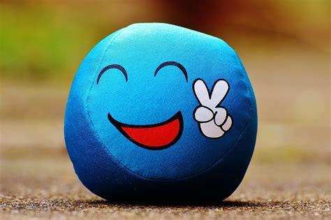 kostenloses foto smiley cool peace lustig blau