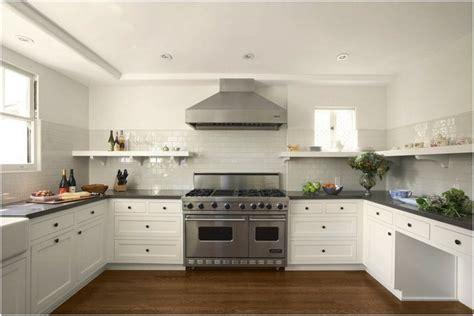 cuisine avec piano central photo cuisine avec piano tendance amenagement cuisine blanche