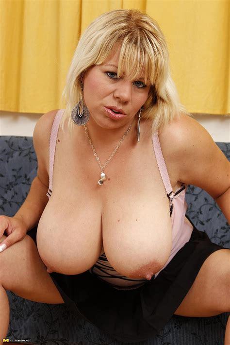 Blonde Milf Flavia Display Her Pink Muffin Milf Fox