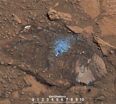 NASA's Mars Curiosity Rover Arrives at Martian Mountain ...